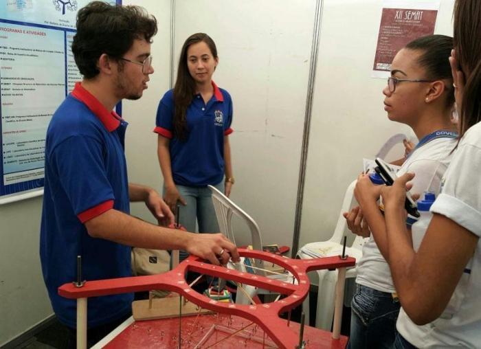 Evento promove a interação entre professores, universitários e estudantes do nível médio. Foto: UFRPE/Divulgação