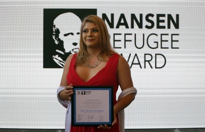 """Durante a cerimônia, a embaixadora norueguesa em El Salvador, Rut Krüger Giverin, descreveu Rodriguez como """"uma feroz e destacada promotora dos direitos humanos"""" - Créditos: AFP."""