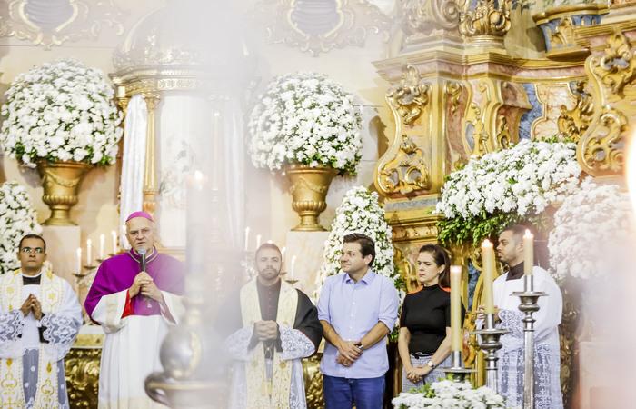 Prefeito do Recife, Geraldo Julio participou, ontem, da missa celebrada pelo arcebispo dom Fernando Saburido na Basílica do Carmo. Crédito: André Rêgo Barros/PCR