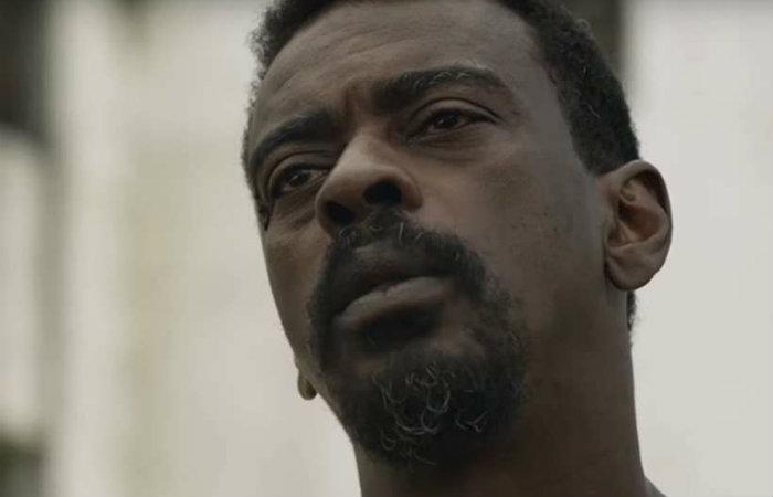 Seu Jorge é um dos protagonistas de Irmandade. Foto: Netflix/YouTube/Reprodução
