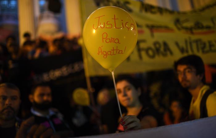 Protesto que aconteceu nesta segunda-feira na frente da Assembléia Legislativa no Rio de Janeiro - Foto: AFP.