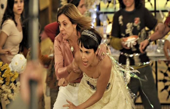 Adriana Esteves e Débora Falabella - Foto: TV Globo/Reprodução.  (Foto: TV Globo/Reprodução. )