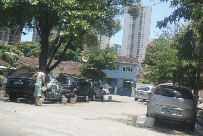 Via é uma das mais movimentadas do bairro. Foto: Lais Araujo/Esp DP/D.A Press