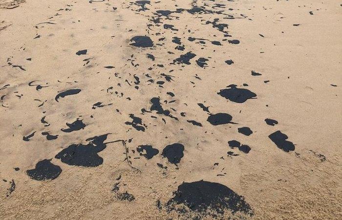 Desde 2 de setembro, registrou-se derramamento da substância em praias nordestinas - Foto: Reprodução/WhatsApp.