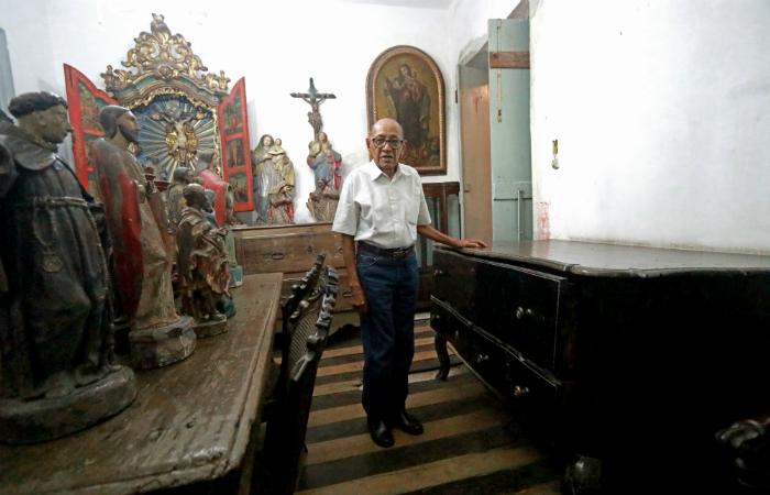 Zé Santeiro sonha em ver as peças em um museu. Foto: Bruna Costa/DP