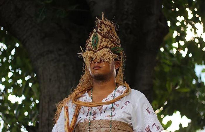 Bailarino interpretando o orixá Iroko, patrono do Afoxé. Foto: Samuel Calado/DP