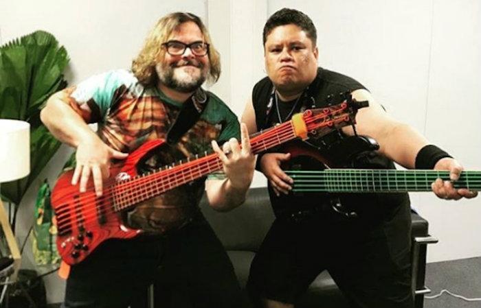Júnior Bass Groovador (direita) no Rock in Rio 2019 tocando com a banda Tenacious D. Foto: Reprodução/Instagram