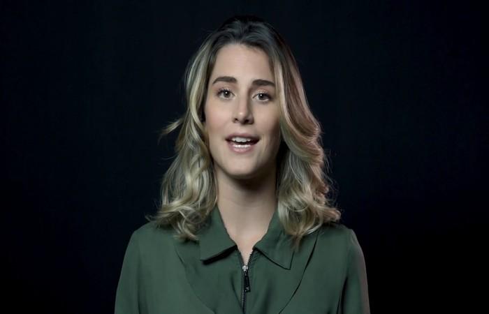 A jovem apareceu nesta semana pedindo desculpas e diz ter insistido para incluir dois trechos no novo vídeo da empresa - Foto: Reprodução/Youtube.