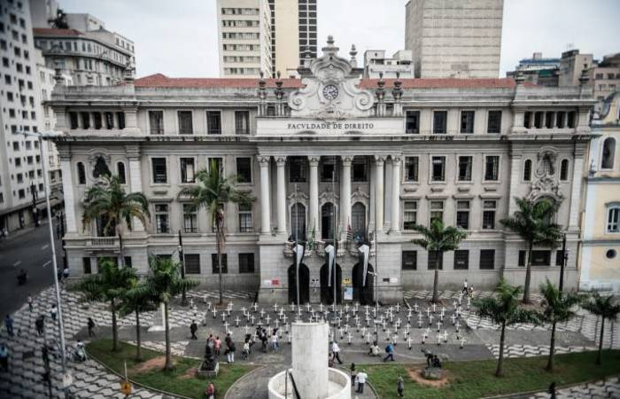 Inaugurada em 1947, a Casa do Estudante, na avenida São João (centro de São Paulo), sofre há anos com problemas de estrutura - Foto: Agência Brasil.