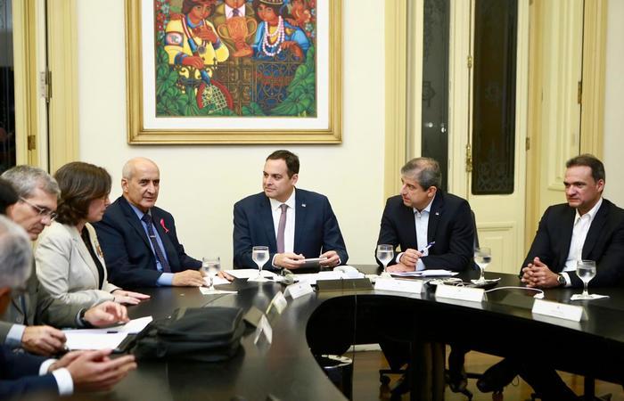 À direita do governador Paulo Câmara, o ministro Luiz Eduardo Ramos. Fotos: Divulgação/Helia Scheppa (Fotos: Divulgação/Helia Scheppa)