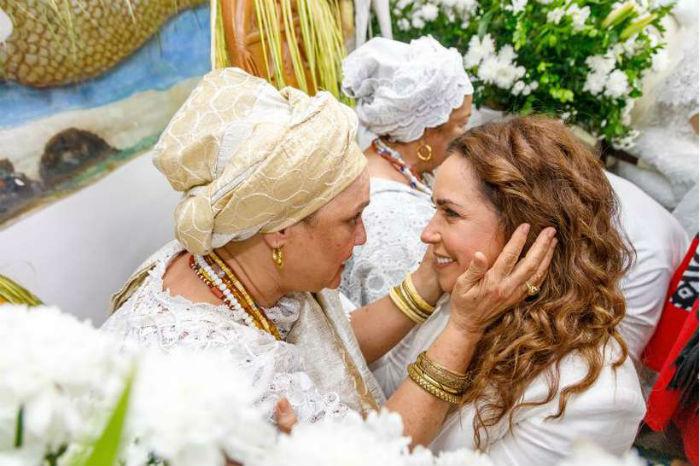 Daniela Mercury participa do disco em homenagem à Mãe Carmem. Foto: Ulisses Dumas/Divulgação.