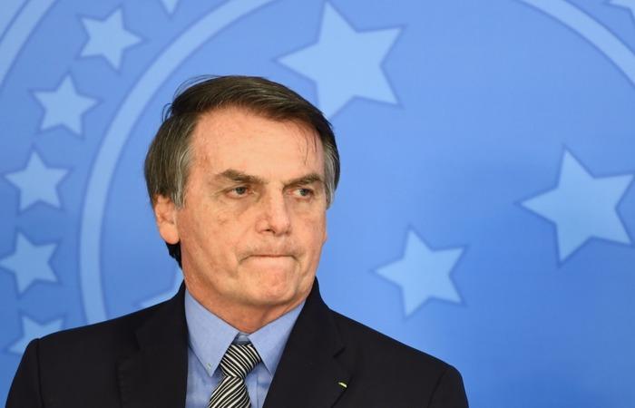 Até o momento, o presidente tem afirmado que irá manter, pelo menos temporariamente, o ministro no cargo - Foto: Evaristo Sá/AFP.