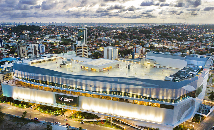 As lojas e operações de alimentação e lazer funcionam normalmente no Shopping Patteo Olinda. Foto: Alexandre Albuquerque/Divulgação