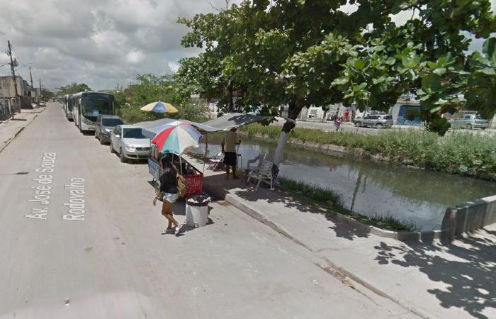 Atropelamento aconteceu perto do terminal de ônibus de Jardim Piedade, em Jaboatão. Foto: Reprodução/Google Street View.