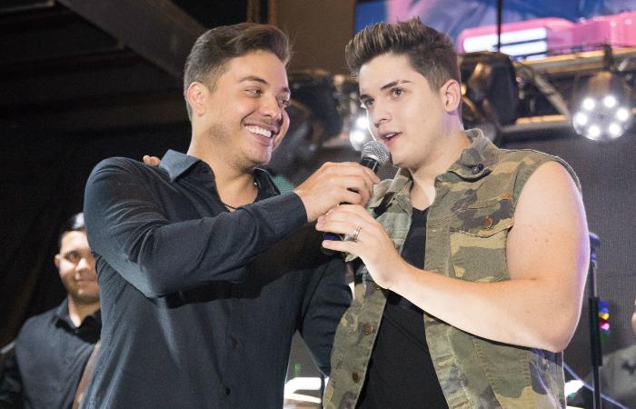 Wesley Safadão e Eric Land na noite de lançamento de Eric Land como artista da Luan Promoções. Foto Luiz Fabiano/Divulgação