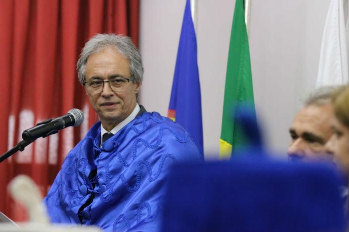 Mozart defendeu a educação básica em discurso. Foto: Tarciso Augusto/Esp.DP.