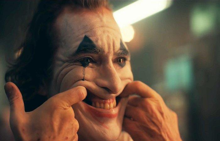 Joaquin Phoenix interpretando o Coringa em novo filme da DC - Foto: Reprodução/Warner.