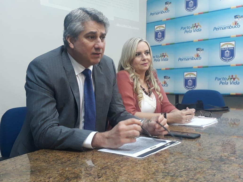Delegado Darlson Macedo, gestor do DPCA, e a delegada Vilaneida Aguiar , titular do DPCA de Jaboatão. Foto: SDS/divulgação