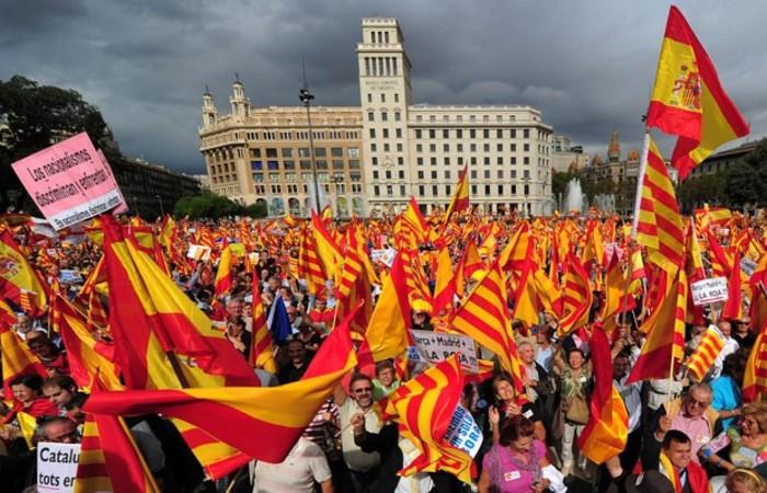 Manifestações anti-separatistas em Barcelona. Foto: Lluis Gene/AFP