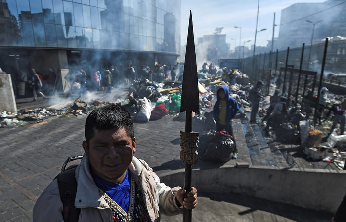 A área em torno do parque El Arbolito, epicentro dos protestos, começou a ser limpa ainda nesta segunda - Foto: AFP.
