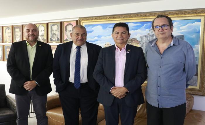 Luis Aureliano, Flávio Koury, Giovanni Prado e Clóvis Silveira conversaram sobre a cooperativa. Foto: Bruna Costa / Esp. DP FOTO