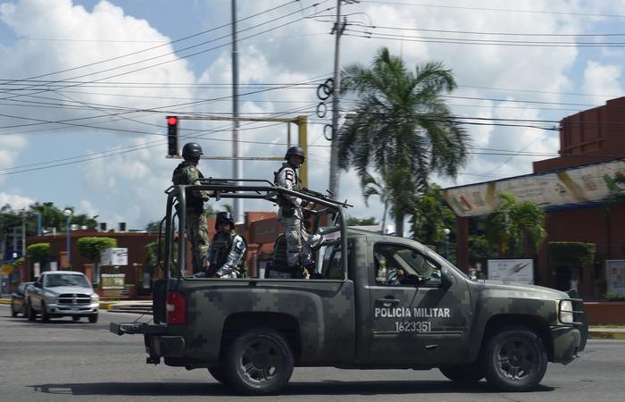 Homens fortemente armados travaram uma batalha campal na véspera contra as forças de segurança mexicanas que realizavam uma operação fracassada para capturar Guzmán - Foto: ALFREDO ESTRELLA / AFP.