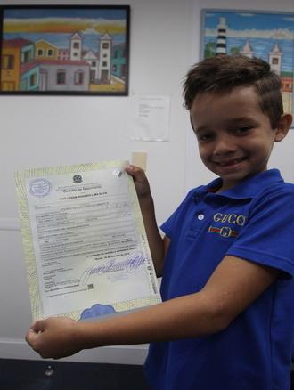 Com documento na mão, ele agora quer aprender a ler - Foto: Tarciso Augusto/Esp.DP