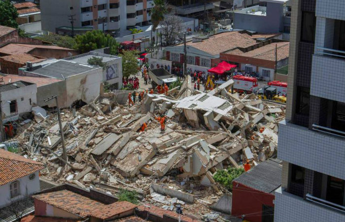 Os bombeiros encerraram as buscas. Foto: RODRIGO PATRICIO/AFP