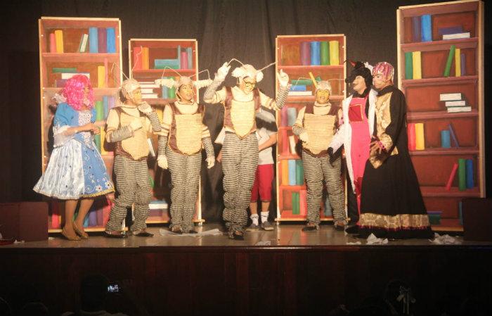 Apresentação da peça O menino que virou história. Foto: Divulgação