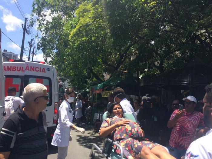 Pacientes foram retirados da unidade de saúde às pressas. Foto: Jailson da Paz/DP.