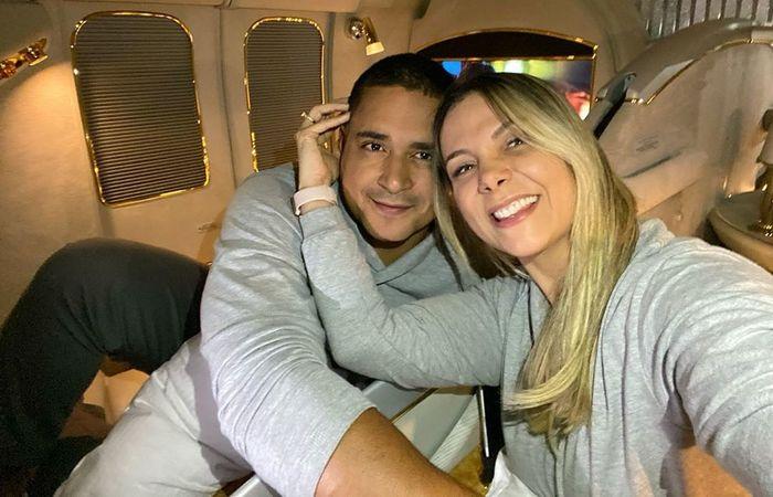 Carla postou o registro enquanto o casal voava em aeronave particular a caminho de Dubai  ((Foto: Instagram/Reprodução).)