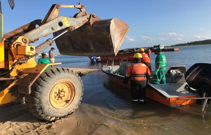 Praia de Suape foi contaminada pelo vazamento do petróleo (Foto: Divulgação)