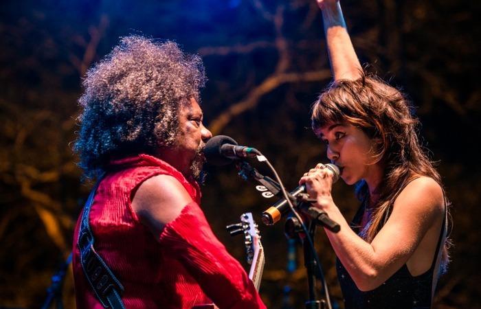 Chico César e Flaira Ferro cantaram juntos Suporte perder e De peito aberto. Foto: Máquina3/Divulgação