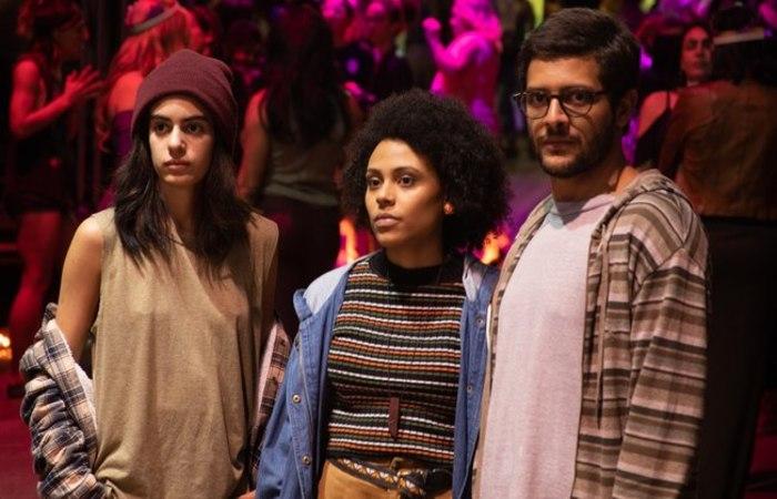 A novidade gira em torno da protagonista Rafa (Clara Gallo), uma jovem de 18 não-binária e pansexual (Foto: Divulgação)