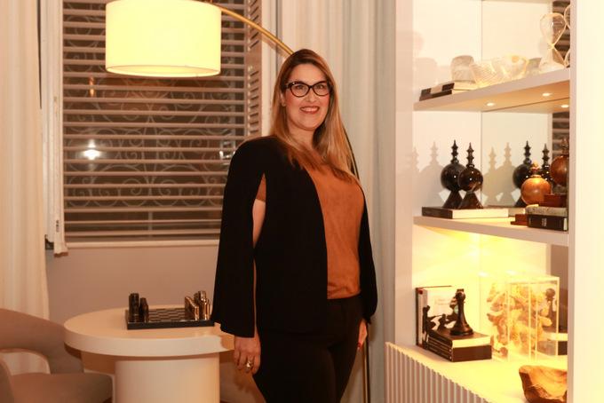 Arquiteta Ju Nejaim, responsável pelo Espaço do Convívio na CasaCor PE. Foto: Bruna Costa / DP Foto