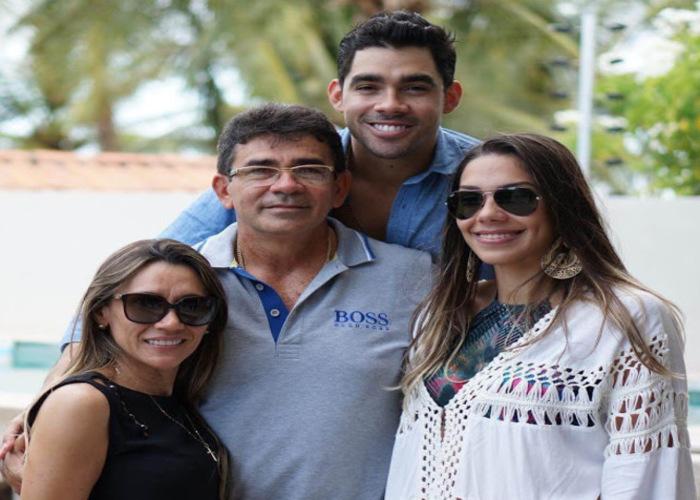 Gabriel Diniz e família.  (Foto: Reprodução)