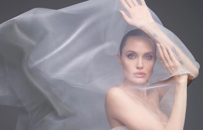 Depois de dez anos juntos e dois de casamento, Jolie entrou com o pedido de divórcio em setembro de 2016, quando pediu a guarda dos filhos (Foto: Sølve Sundsbø/Reprodução/Instagram)