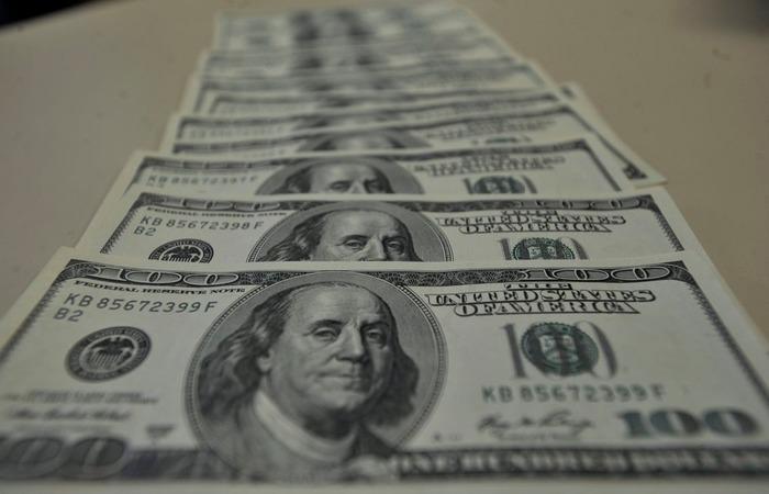 Pela manhã, o dólar chegou a subir para R$ 4,02, mas perdeu força e operou estável até o início da tarde, com o anúncio do pacote de medidas do ministro da Economia Paulo Guedes. (Foto: Marcello Casal Jr./Agência Brasil )