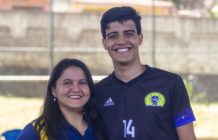 Professora Roberta de Melo Barbosa e o estudante Vagner Moura. Foto: Samuel Calado/DP