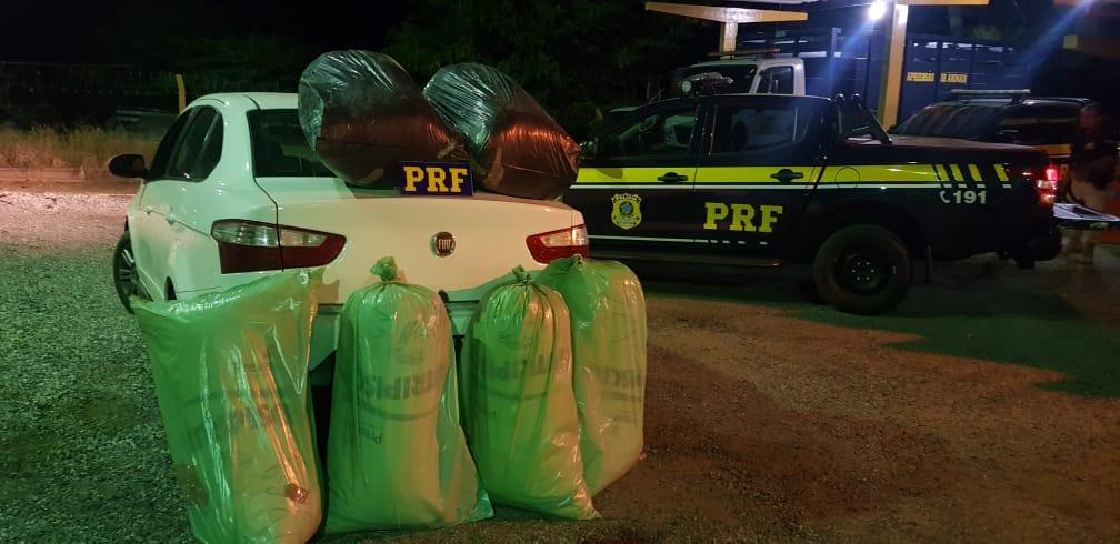 A droga estava armazenada em seis sacos. (Foto: Divulgação/PRF.)