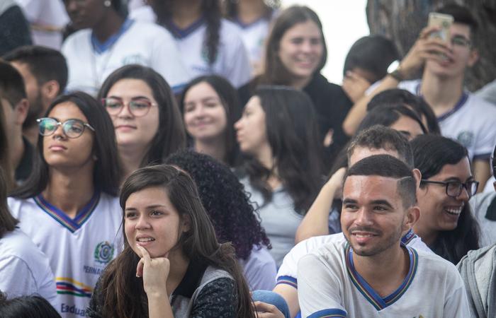Estudantes da Escola de Referência em Ensino Médio Nelson Barbalho. Foto: Samuel Calado/DP