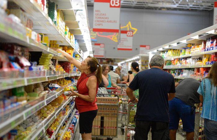 De acordo com a Abras, as vendas deverão continuar em alta nos últimos meses do ano em razão das ofertas da promoção Black Friday e da antecipação do pagamento do FGTS. (Foto: Tânia Rêgo / Agência Brasil)