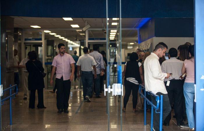 Na primeira etapa, os bancos e as casas de crédito vão abastecer o cadastro positivo (Foto: Arquivo/Agência Brasil)