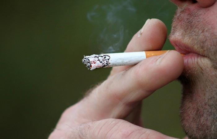 A intenção de várias das medidas do projeto é desestimular o contato de crianças e adolescentes com o fumo (Foto: Pixabay)