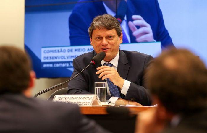 """Tarcísio disse estar """"impressionado"""" com a nova postura do banco e criticou a dificuldade de acessar garantias nos anos anteriores. (Foto: Arquivo/Agência Brasil)"""