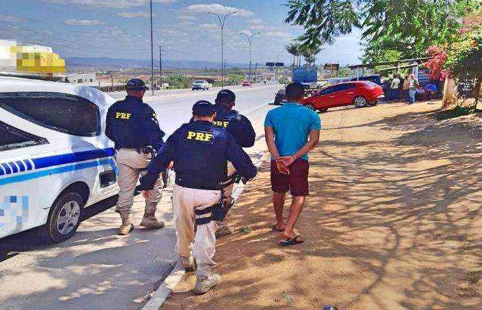 Homem já possui passagem na polícia por roubo  (Foto: Divulgação PRF)