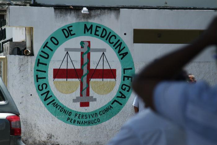 Corpo do irmão do vereador foi encaminhado ao IML. (Foto: Marlon Diego/Esp.DP.)