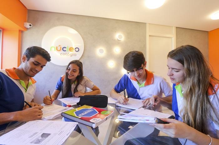 No primeiro dia, os candidatos farão a redação e vão responder as questões de língua portuguesa, matemática, língua estrangeira e filosofia.  (Foto: Tarciso Augusto / Esp. DP Foto.)