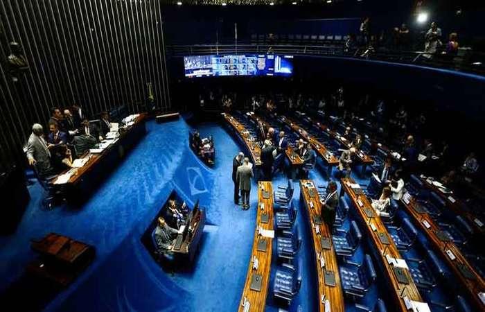 Proposta paralela, que inclui os servidores de estados e municípios em novas regras de aposentadoria deve ser votada amanhã no plenário do Senado, mas com resistência (Marcelo Camargo/Agencia Brasil)