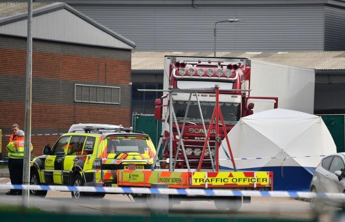 Caminhão com 39 corpos encontrado em Grays, ao leste de Londres. (Foto: AFP)